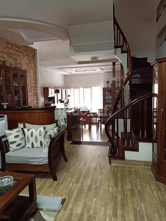 Nhà Trần Duy Hưng 43m2, ba gác đỗ cửa, view hồ