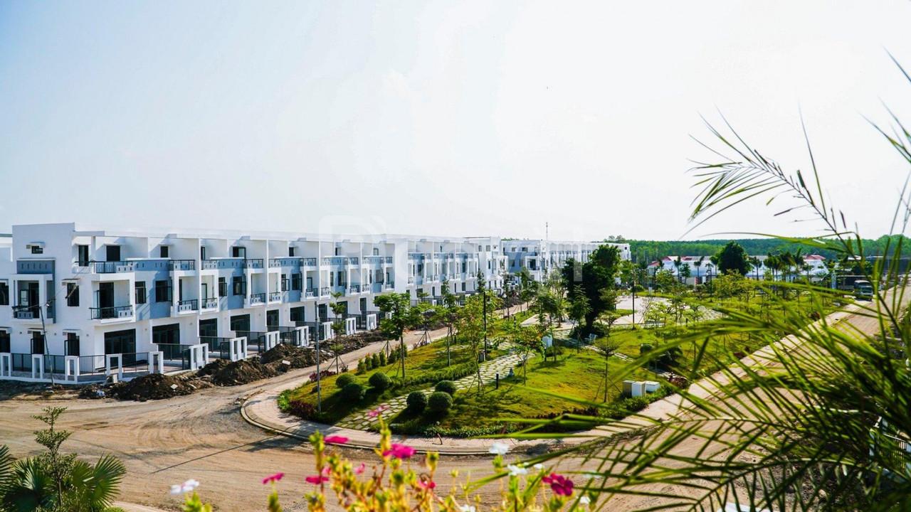 Nhà phố biệt thự long thành Đồng Nai 1 trệt 2 lầu hoàn thiện 2020