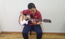 Lớp học năng khiếu dành cho trẻ -  Guitar