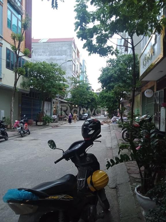 Mặt tiền lớn, đường 17m, Văn La Hà Đông, dt 50m x 5 tầng, hơn 5 tỷ