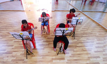 Lớp học năng khiếu dành cho trẻ -  Ukulele