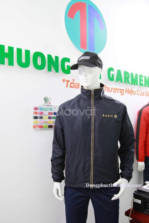Địa chỉ may áo khoác đồng phục theo yêu cầu giá rẻ tại xưởng Read mor