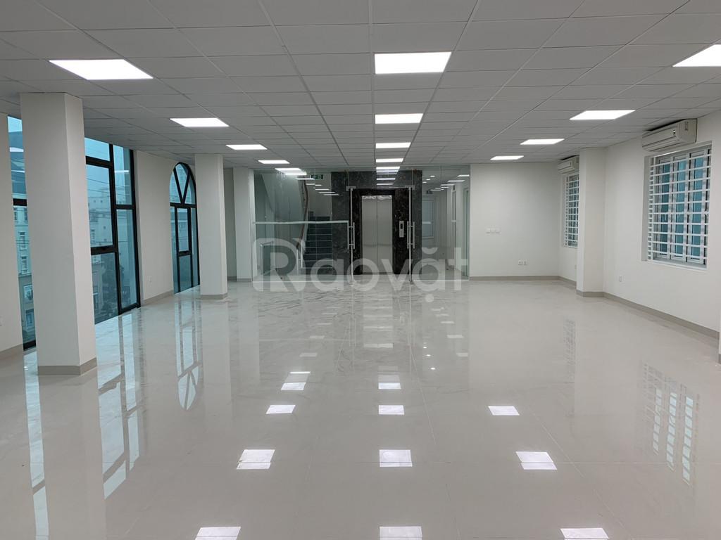 Cho thuê tòa nhà 8 tầng làm VP công ty đường Mễ Trì