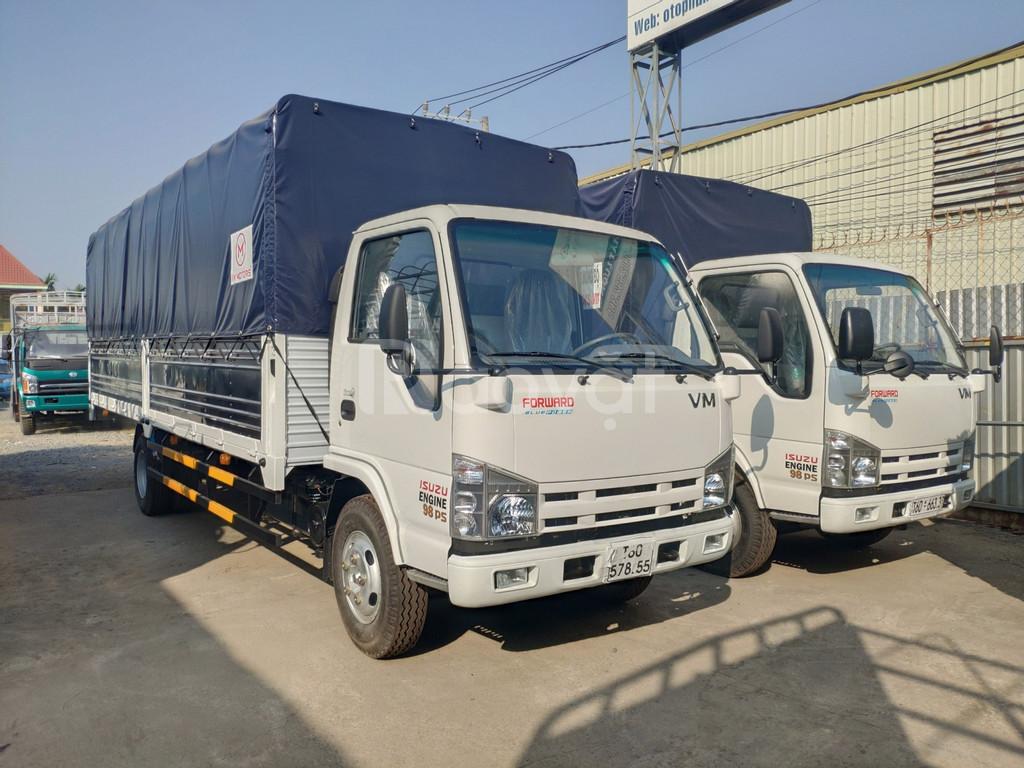 Giá xe tải isuzu 1.9 tấn thùng 6.2 mét chở hàng ống nhựa vào thành phố