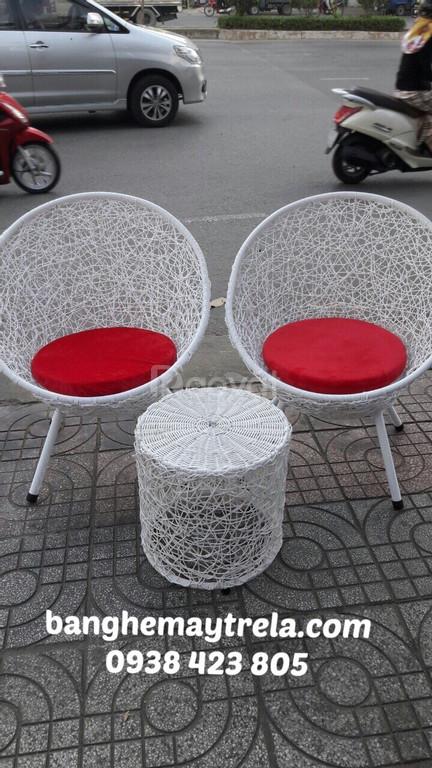 Bàn ghế đan rối, bàn ghế đồng tiền