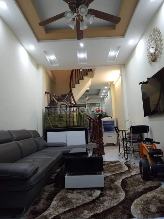 Bán nhà đẹp cách MP Vũ Tông Phan 10m, DT 40m2, giá 3.6 tỷ