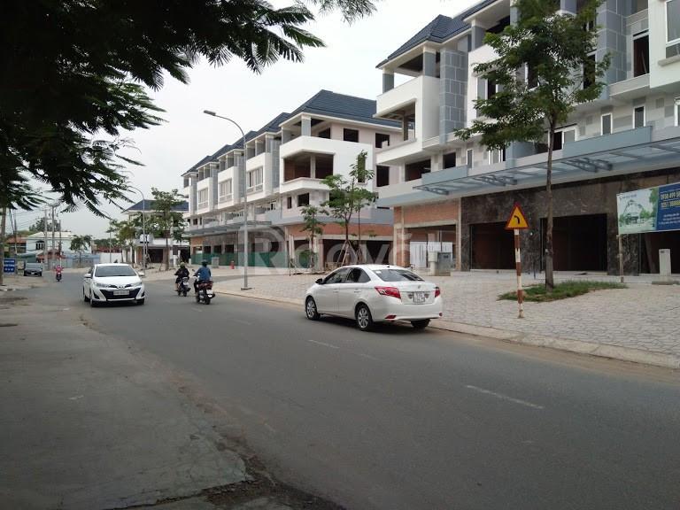 Bán nhà mặt tiền đường Nguyễn Văn Hoa 110m2, 4 tầng TP Biên Hòa