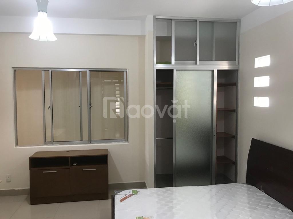 Cho thuê căn hộ 2PN 7 triệu, DT 90m2 kề ngay Q1