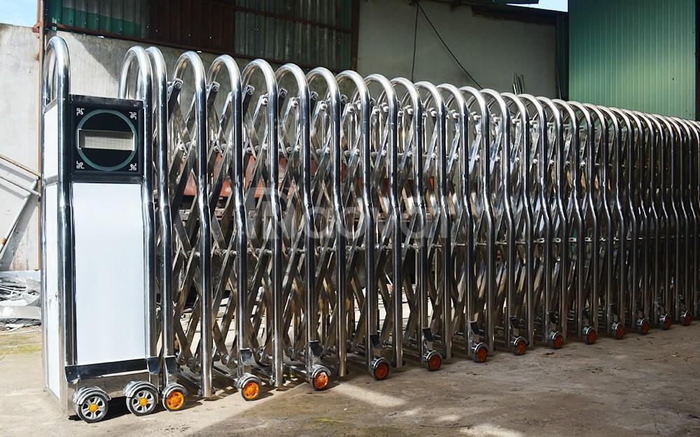 Báo giá cổng xếp inox 304 cổng xếp sắt (ảnh 1)