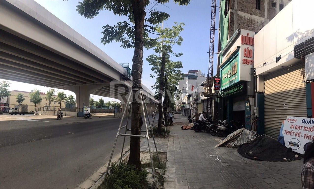 Bán nhà mặt phố Phạm Văn Đồng, mặt tiền 9m