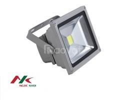 Đèn pha chiếu sáng