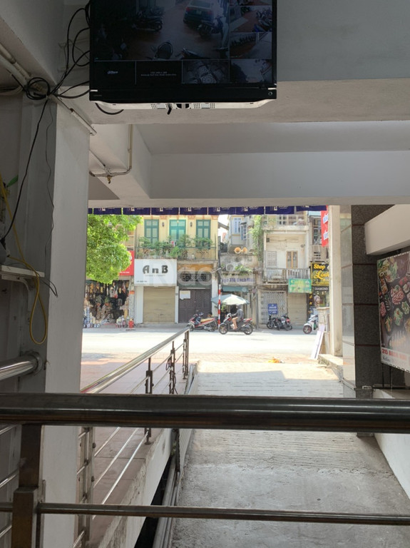 Cho thuê sàn Showroom giá kịch sàn tại Hà Nội