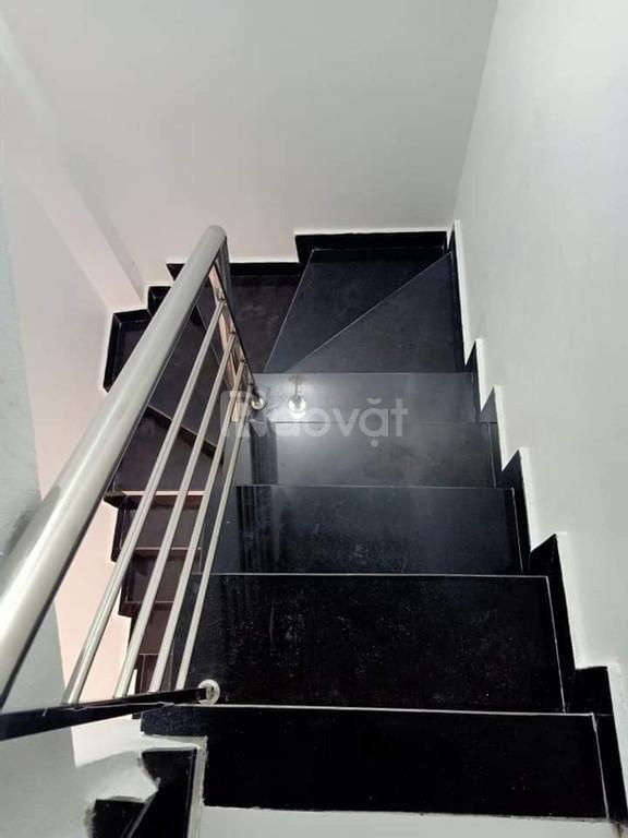 Nhà Láng Thượng 29m2, full nội thất, gần nhiều tiện ích, an ninh tốt