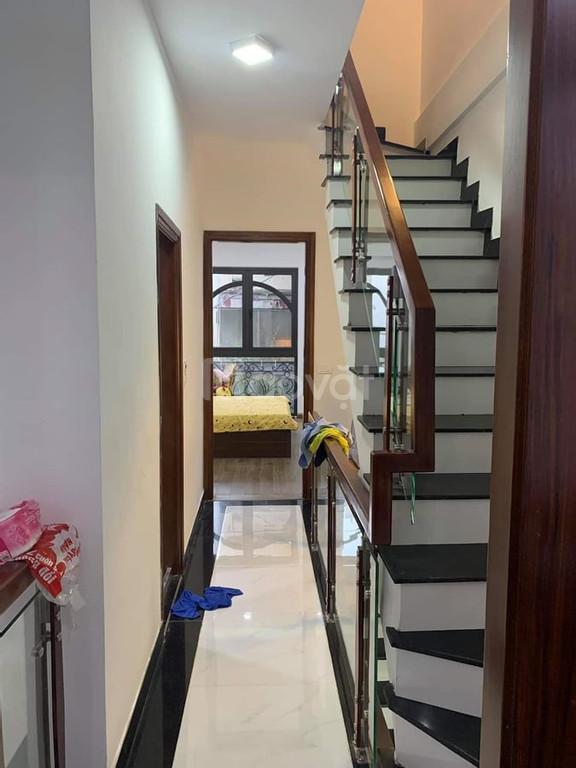 Nhà Đống Đa, 45m2, ô tô đỗ cửa, kinh doanh, cách ô tô tránh 20m.