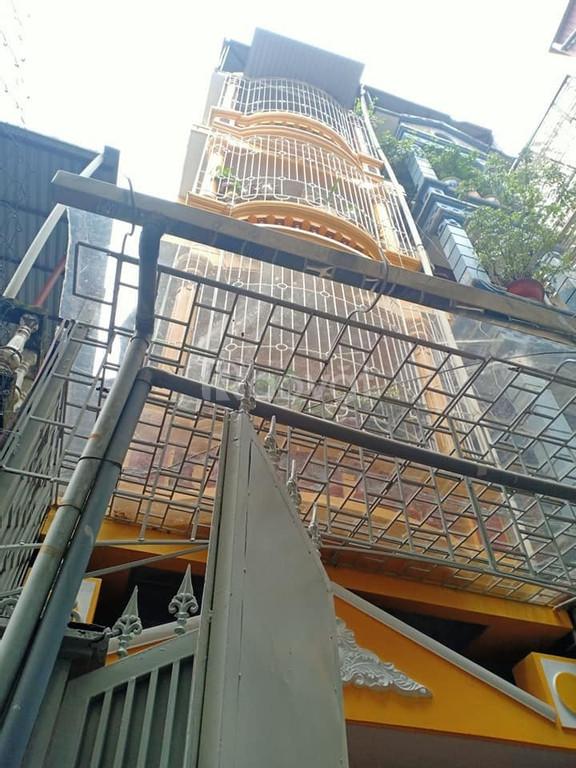 Nhà ngay Ngã Tư Sở, đẹp mới ở ngay,62m x 5 tầng,giá 4 tỷ 3