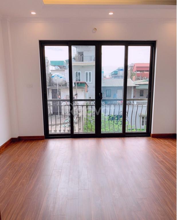 Bán 30m2*5 tầng nhà ngõ phố Hồng Tiến Bồ Đề Long Biên giá 3,19 tỷ