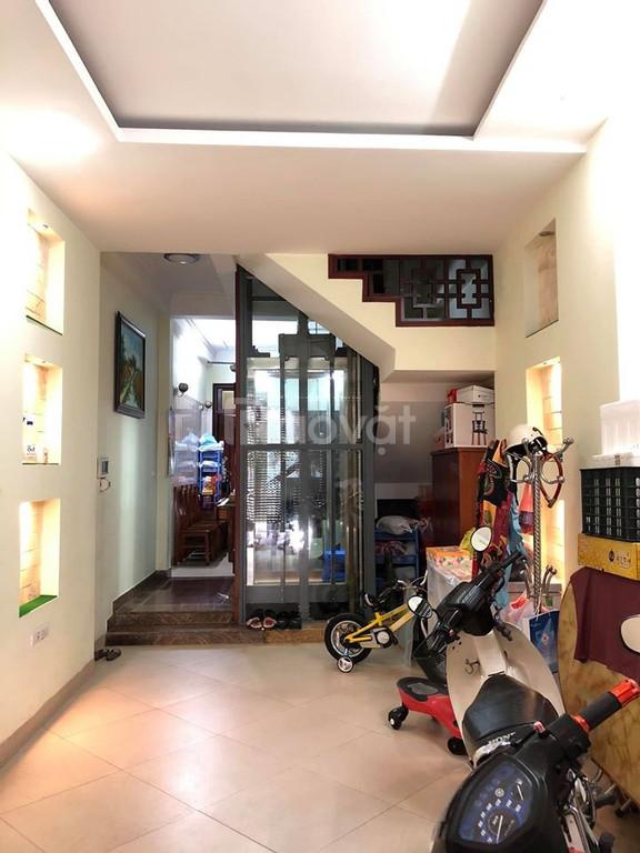 Bán nhà đẹp 6 tầng, 52m2, thang máy, gara ô tô, gần phố Bùi Xương Trạch, giá 6.8 tỷ