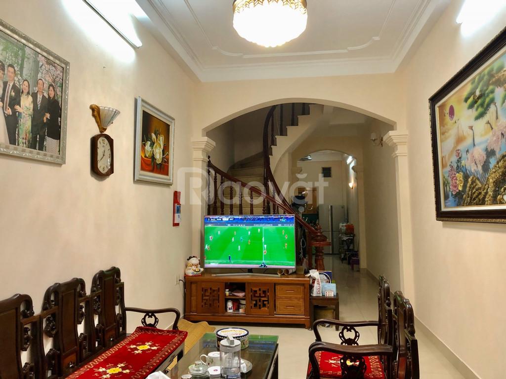 Cho thuê nhà 4 tầng, nội thất cơ bản, giá thuê tốt ở Đống Đa, Hà Nội