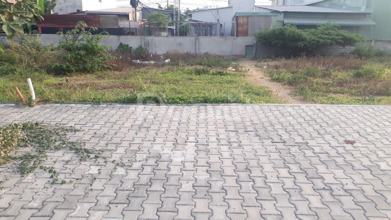 Bán đất ngay mặt tiền đường TL10 cách chợ Bà Hom 200m, sổ riêng