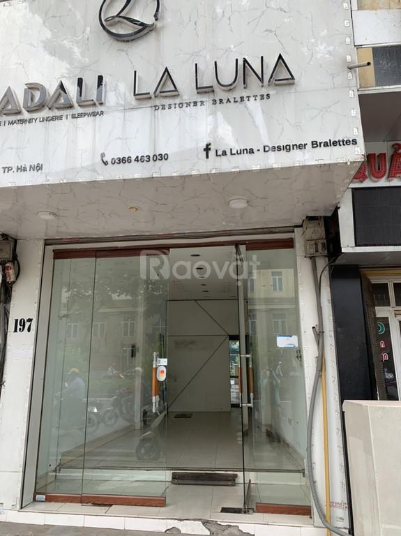 Chính chủ cho thuê cửa hàng mặt đường phố Kim Mã, giao nhà ngay.