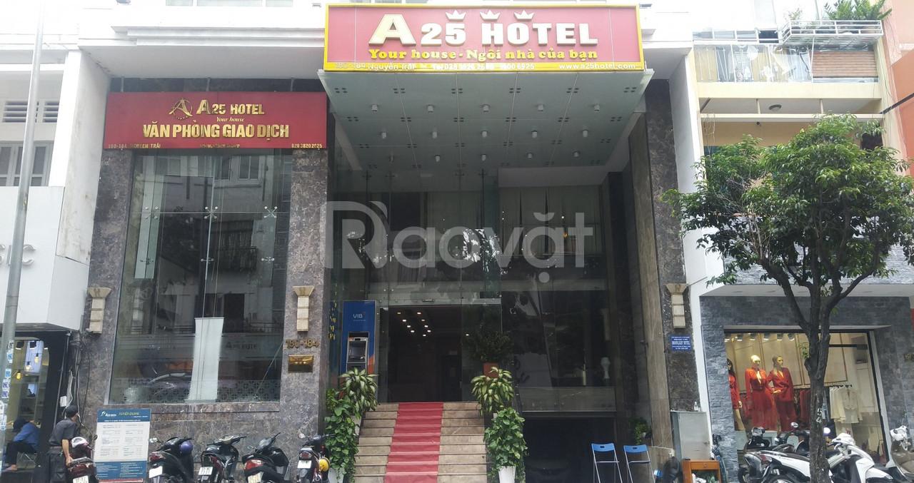 Bán Khách sạn 3 sao, mặt tiền Nguyễn Trãi, Q.1 giá hấp dẫn
