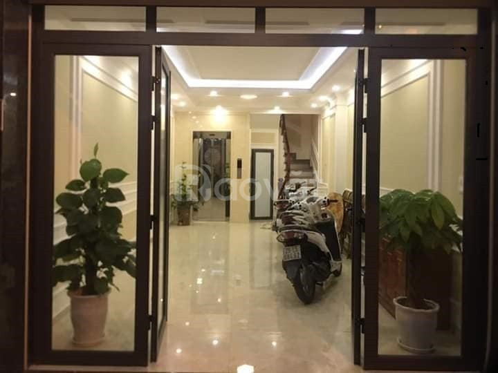 Bán nhà Cầu Giấy- Kinh doanh- Gara ô tô 40m2*6,5 tầng thang máy
