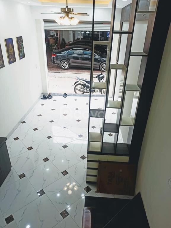 Nhà 5 tầng, kinh doanh đỉnh, ôtô đỗ cổng, giá mềm
