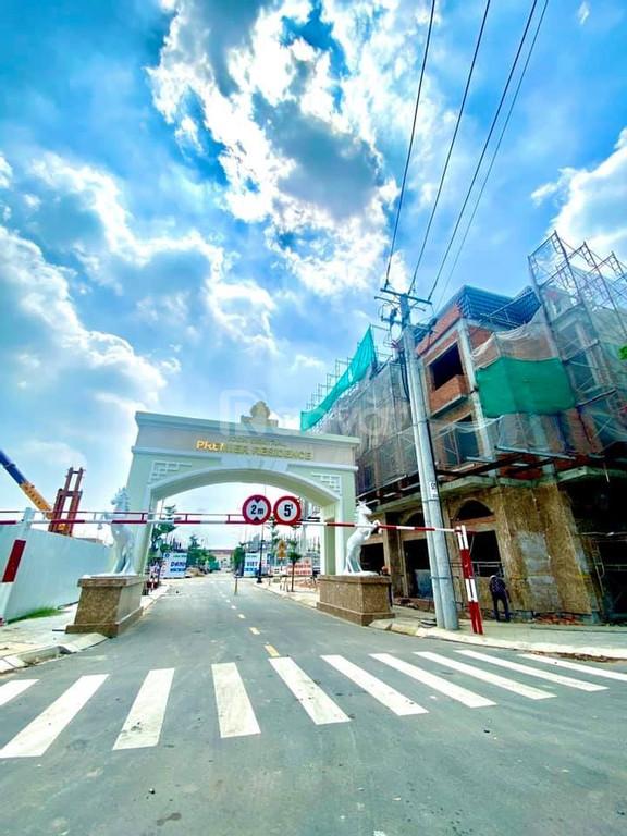 Nhà phố kinh doanh 4 mặt tiền đối diện chợ trung tâm thành phố Dĩ An