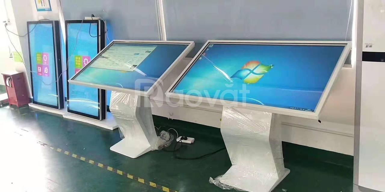 Màn hình LCD 55 inch cảm ứng chân quỳ