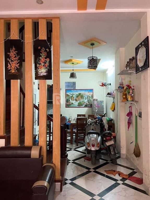 Nhà đẹp Trần Thái Tông 40m2, ngõ rộng 3m, có thể kinh doanh phòng trọ