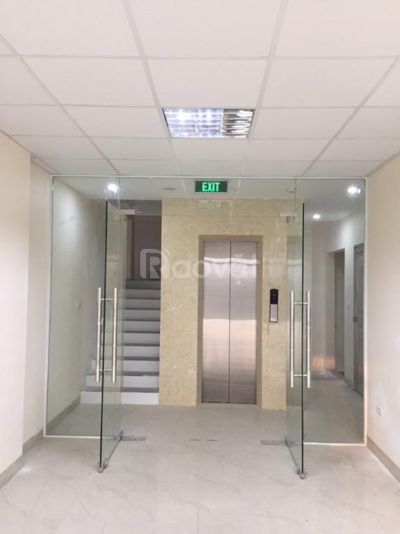 Cho thuê tòa nhà văn phòng ngã tư Tố Hữu - Vạn Phúc