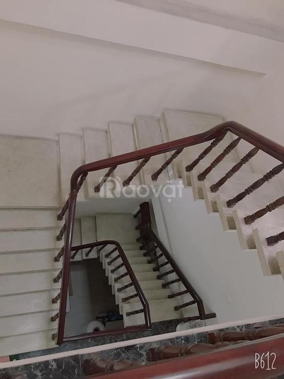 Cần bán nhà mặt tiền Hoàng Văn Thụ