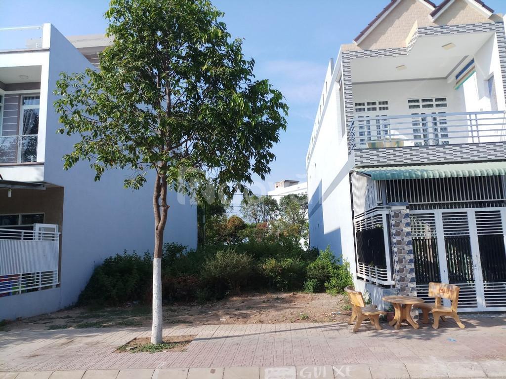 Cần bán lô đất kế nhà trong KDC hiện hữu, MT đường Số 7, bao giấy tờ