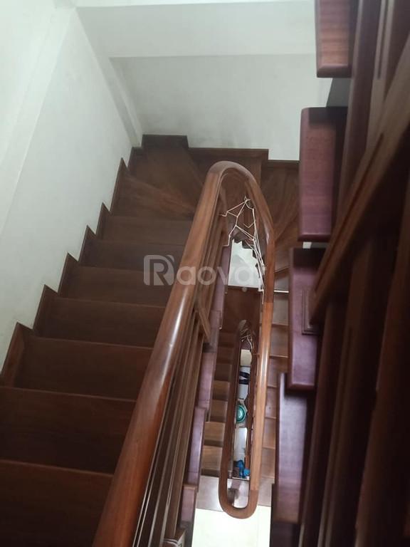 Bán gấp nhà 5 tầng, 50m , kinh doanh tại Hoàng Minh  Giám