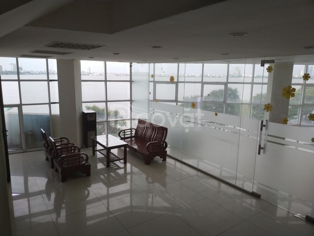 Cho thuê 210m2 làm văn phòng ở Tây Hồ