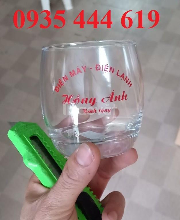 In logo lên ly thủy tinh làm quà tặng cho khách hàng tại Quảng Ngãi