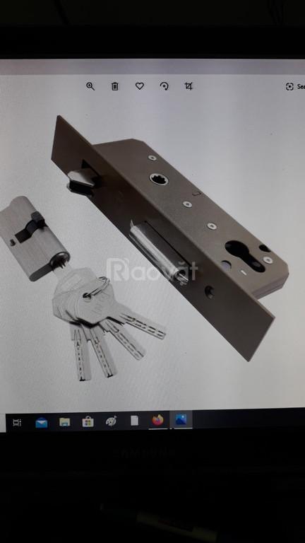 Thợ lắp sửa khóa cửa kéo TPHCM Dân Tiến vui tính