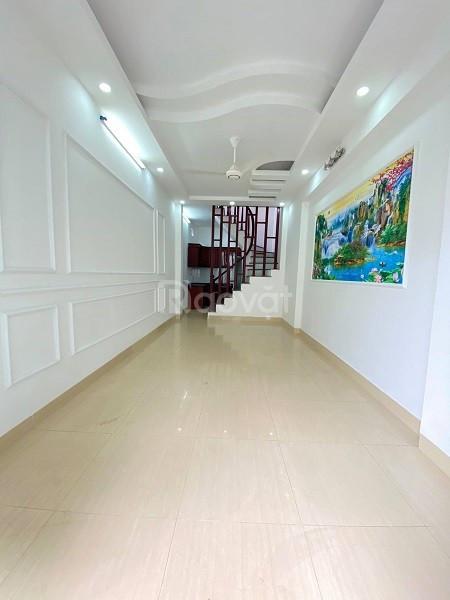Bán nhà đường Thiên Hiền, DT39m2 x 5 tầng MT 4m, 3tỷ3