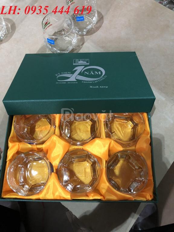 In logo lên ly thủy tinh làm quà tặng khách hàng tại Quảng Nam