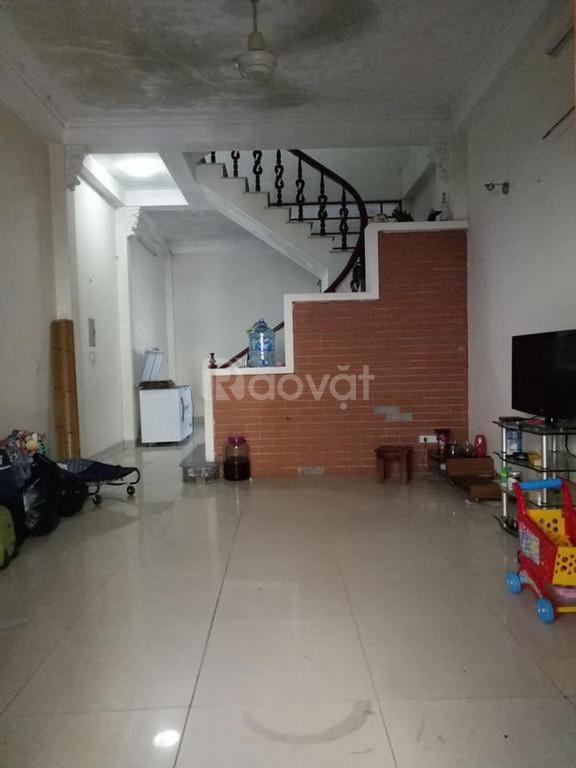Bán nhà riêng tại Đường Nguyễn Văn Cừ, Gia Thụy 95m2, chỉ 4,4 tỷ
