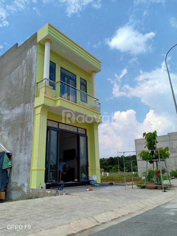Bán nhà mới xây 1 trệt 1 lầu ngay KCN Vsip2 Bình Dương sổ riêng