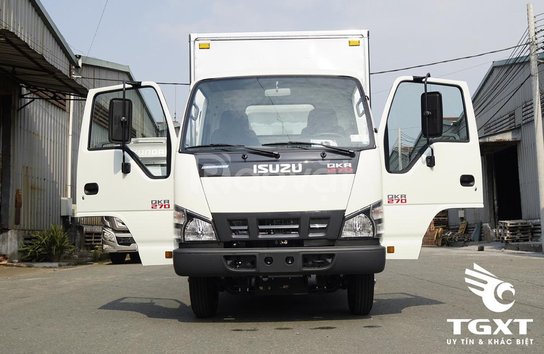Xe tải Isuzu QKR270 thùng kín trả góp 80%, đời xe 2020