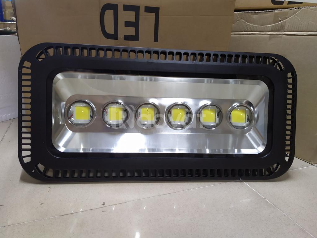 Đèn pha LED 300W chiếu xa có thấu kính