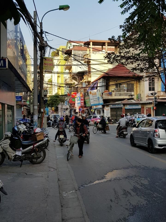Bán nhà hố Vương Thừa Vũ