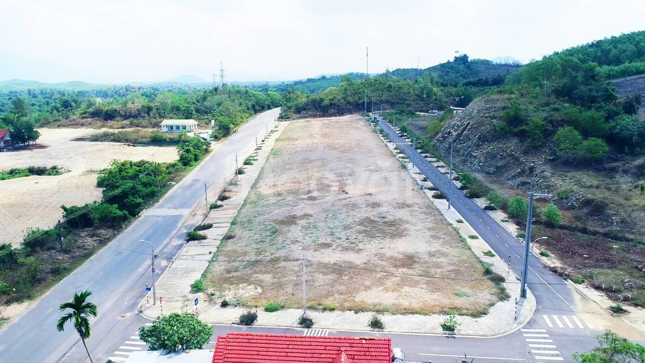 Cần bán 300 m2 đất đô thị, sở hữu lâu dài, gần Tp. Nha Trang