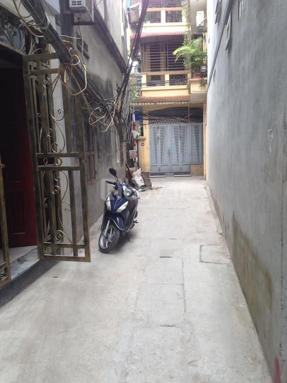 Nhà đẹp trung tâm quận Hoàng Mai, ngõ 3 gác tránh, cách ô tô 30m
