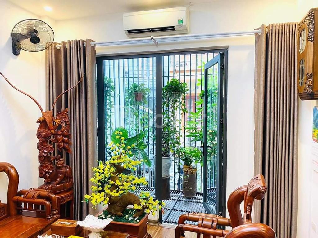 Bán nhà Hoàng Hoa Thám Hà Đông, 3 tầng, nhà đẹp, giá 2,7 tỷ