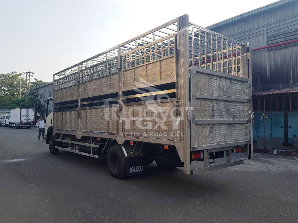 Xe tải Isuzu FRR650 thùng chở gia súc, 200tr nhận xe