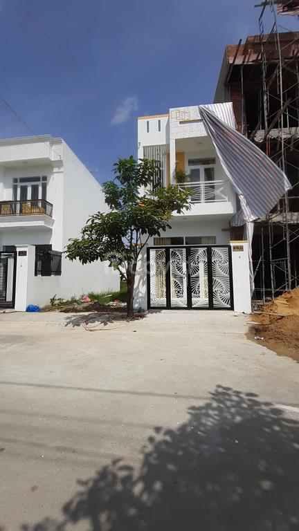 Nhà mới xây cực đẹp ngay công viên kỳ quan thế giới - Đức Hòa