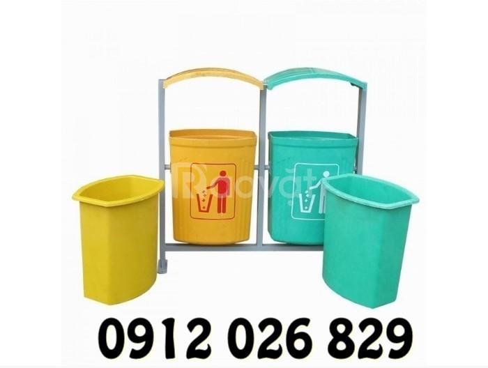 Thùng rác nhựa đặt vỉa hè dùng loại nào là thích hợp và đẹp nhất?